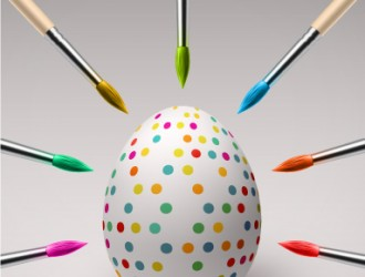 uovo di Pasqua con pennelli – creative Easter egg with brushes